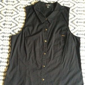Guess sleeveless button-up shirt, tailored style